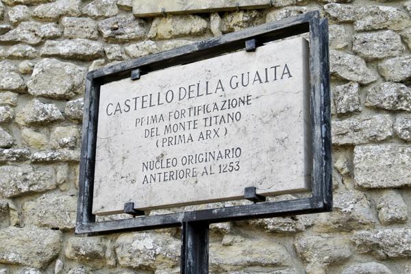 The sign when entering Castello Della Guaita