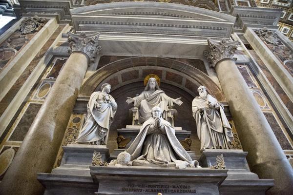 Monument to Pius VIII by Pietro Tenerani