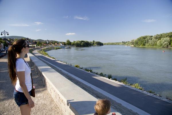 Walking along the Duna (Danube)